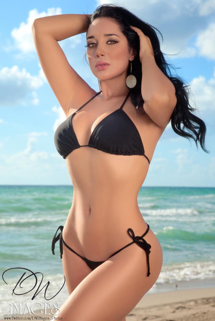Andrea Calle, bikini, dq images1